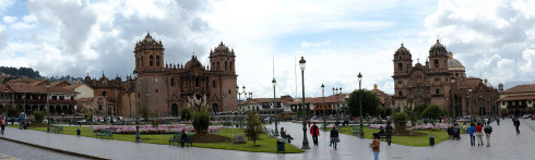 Plaza de Armas with Cusco Catedral to the left, the Church of La Compañía to the right